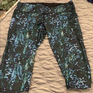 EUC lululemon crop leggings